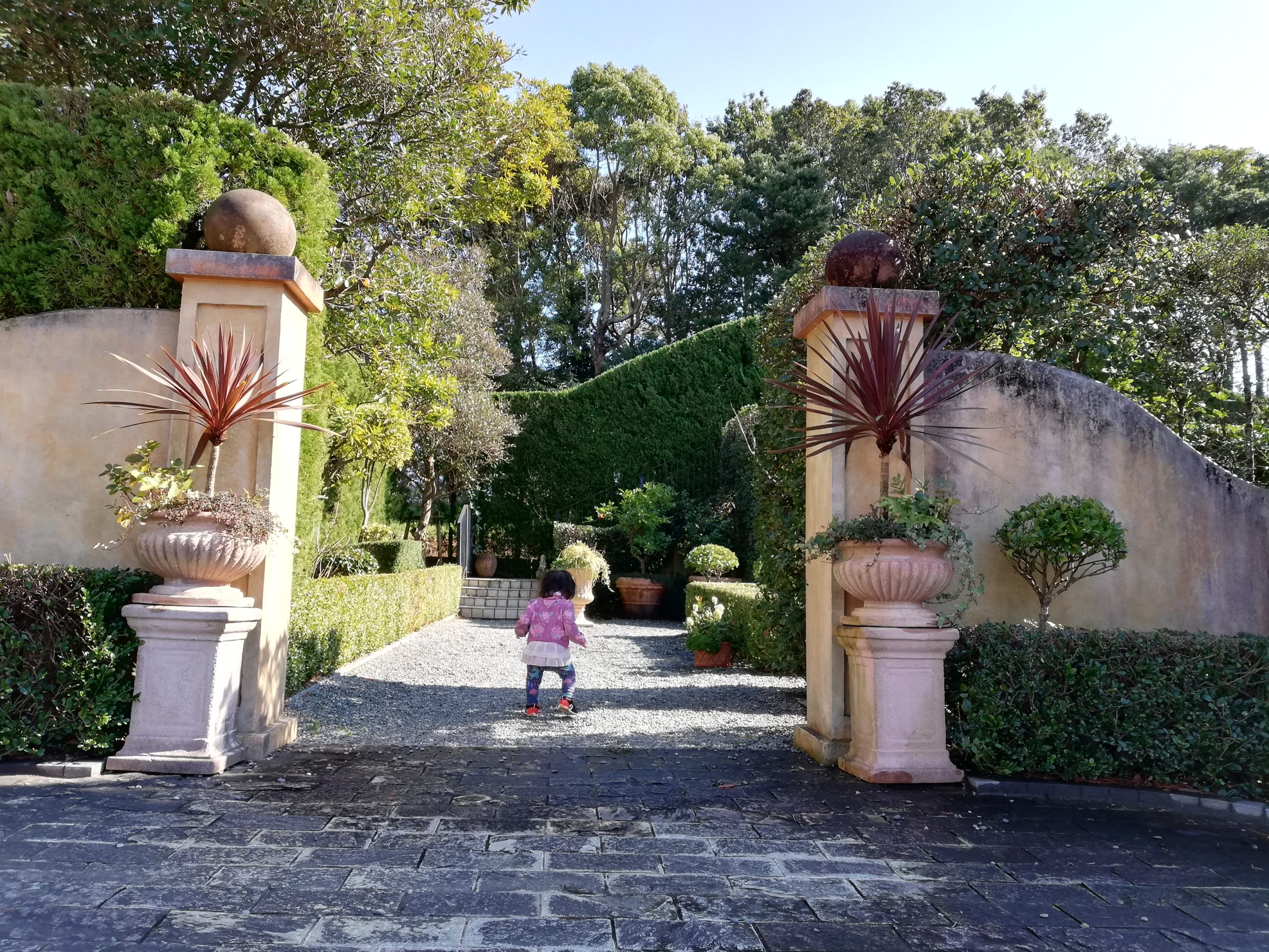 静岡県内でペットと遊ぶ 静岡県浜松市 浜名湖ガーデンパーク 国際庭園 イタリア 派手でキレイ